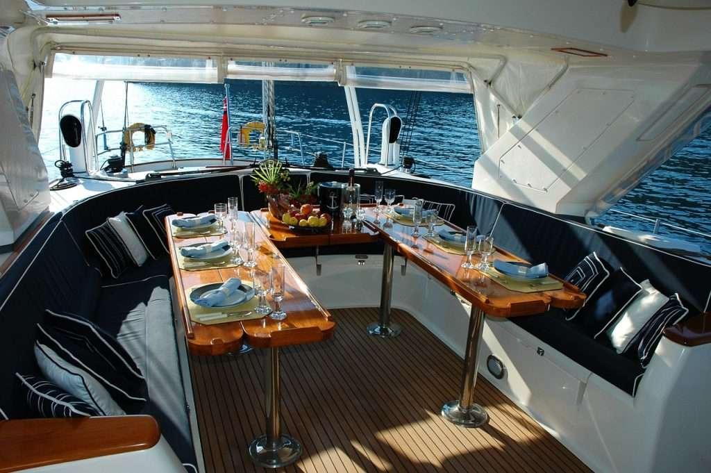 un bel ménagement intérieur de bateau