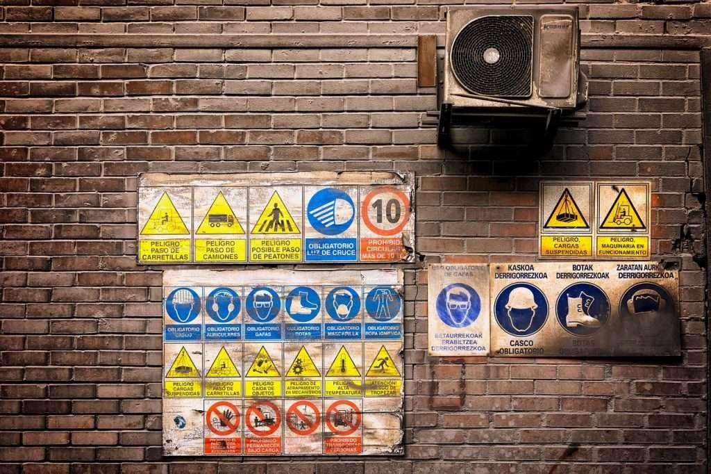 Panneau d'affichage de permis de construire